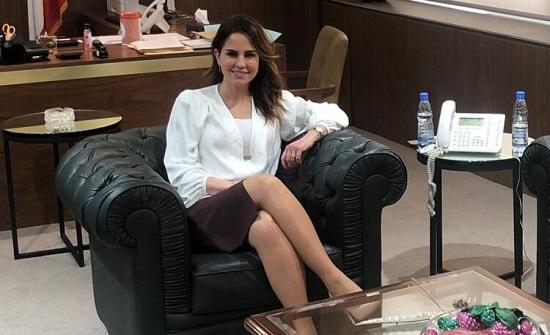 صور : سيقان وزيرة الإعلام اللبنانية تثير حالة إستنفار