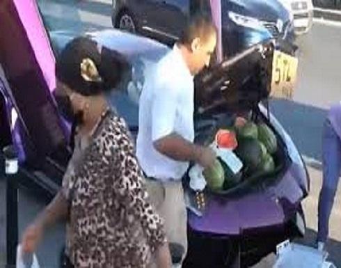 """إيراني يستخدم سيارة """"لامبورغيني"""" فارهة لبيع البطيخ في اسطنبول- (شاهد)"""