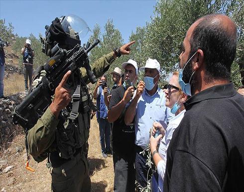 شاهد : إصابة عشرات الفلسطينيين في مواجهات مع الجيش الإسرائيلي بالضفة