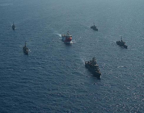 """شاهد : البحرية التركية ترافق سفينة """"أوروتش رئيس"""" للأبحاث في البحر المتوسط."""