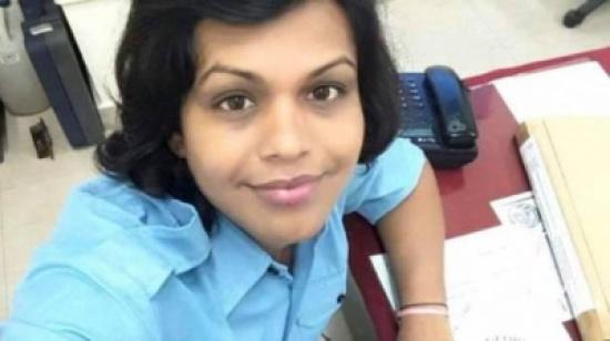 ضابط في البحرية الهندية يتحول إلى أنثى. ماذا كان رد السلطات الهندية؟