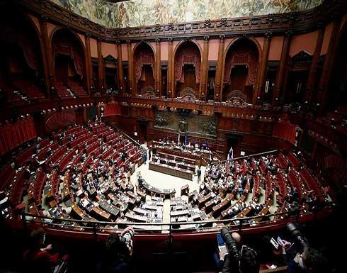 """شاهد : احتجاج داخل البرلمان الإيطالي على """"شهادات كورونا"""""""