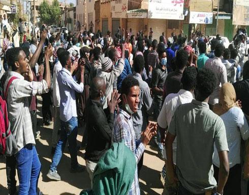 السودان أمام تظاهرتين.. دعماً للبشير وحلاً للحكومة