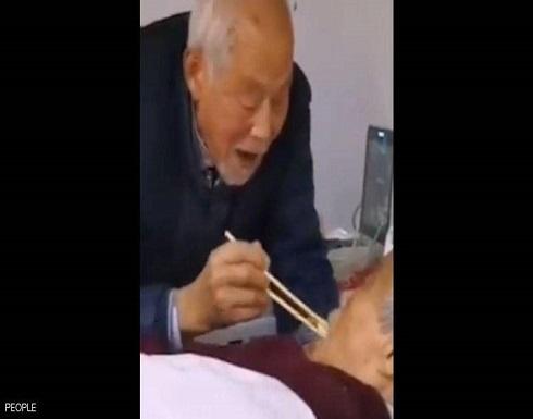"""""""سأحبك للأبد"""".. فيديو رومانسي لزوجين مسنين مريضين بـ""""كورونا"""""""