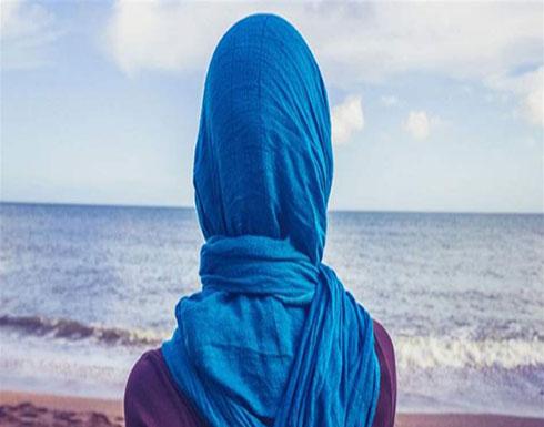 بالفيديو :  فنانة تخلع الحجاب وتطلّ بالأشقر