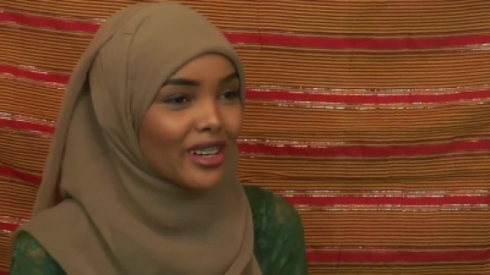 بالفيديو.. صومالية محجبة تشارك في مسابقة جمال بأميركا