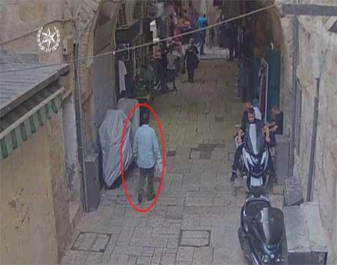 شاهد : لحظة استشهاد شاب فلسطيني بعد محاولة طعن جندي اسرائيلي