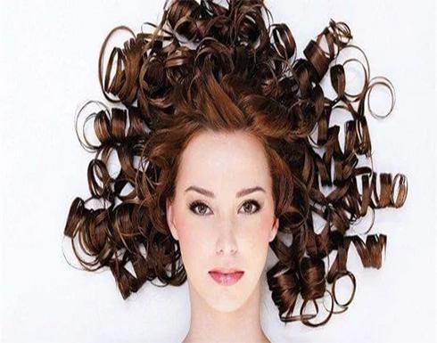وصفة لتنعيم الشعر المجعد