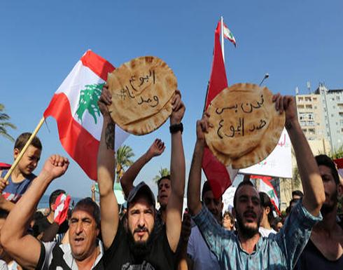 """طوابير للحصول على """"ربطة خبز"""" في لبنان .. شاهد"""