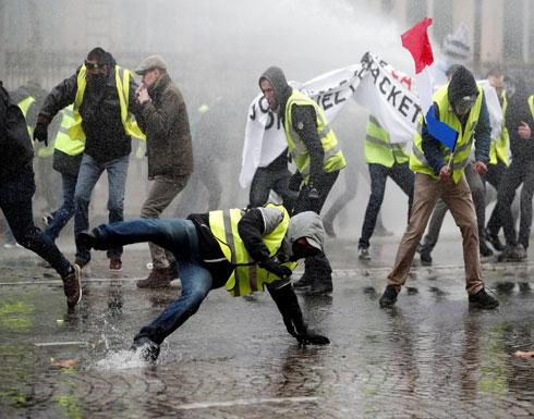 فرنسا.. الشرطة تطلق الغاز والمياه لتفريق محتجين بباريس (شاهد)