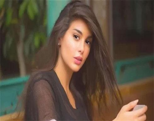 شاهد : ياسمين صبري تستعرض أناقتها بفستان مشجر وبليزر أحمر
