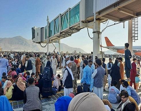 شاهد : قتلى وجرحى باطلاق جنود أمريكيان النار بمطار كابول