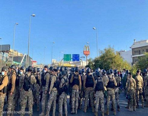 شاهد : جرحى باشتباك مسلح في بيروت واحتجاجات قرب بعبدا
