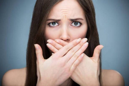 رائحة الفم الكريهة تسبب الطلاق والمضمضة لا تزيلها.. هذا ما عليكم معرفته!