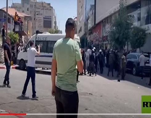 اشتباكات بين الشرطة الفلسطينية والمحتجين على خلفية مقتل الناشط نزار بنات