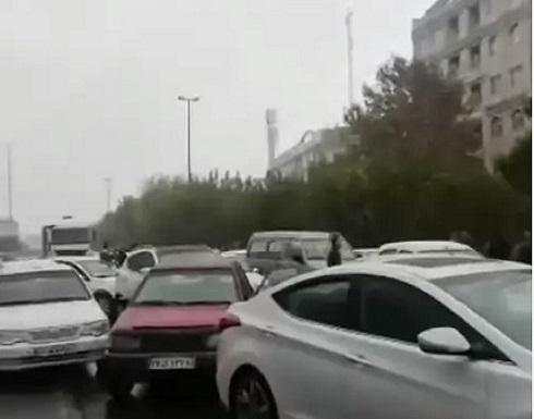 إيران.. محتجو الوقود يغلقون طرقاً في طهران وأصفهان