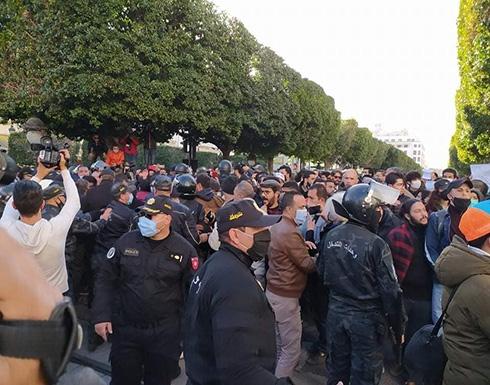 شاهد: مظاهرات تتحول إلى صدامات مع الشرطة في تونس