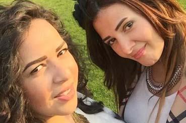 بالصورة- دنيا سمير غانم وشقيقتها إيمي بالفستان نفسه... ما رأيكم باستعارة الثياب بين الأخوة المشاهير؟