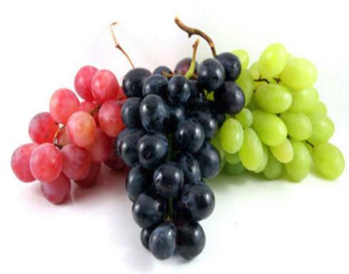 انتبه من الإفراط في تناوله.. أربعة آثار جانبية للعنب