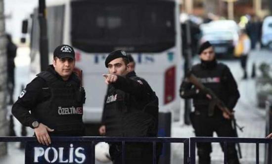 مدير أمن إسطنبول الأسبق يسلّم نفسه للسلطات التركية