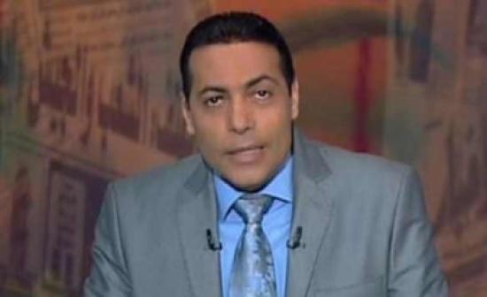 بالفيديو.. إعلامي مصري ينفعل على فريق إعداد برنامجه على الهواء