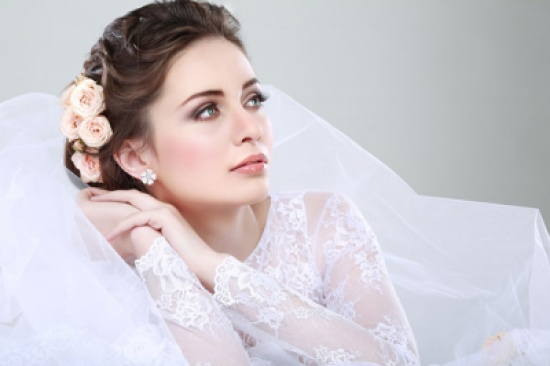 شاهد.. مفاجأة عريس لعروسه في حفل زفافهما تشعل «فيس بوك»