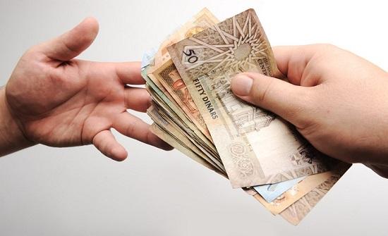 الأردن : الفقر وضعف الرواتب والديون تدفع بمتقاعدين لبيع رواتبهم