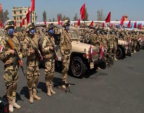 قوات من الجيش والصاعقة المصرية تصل السودان (فيديو)