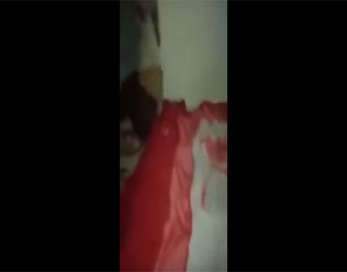 بالفيديو : طردها زوجها.. امرأة عربية  تسكن بغرفة كهرباء وأهل الخير يتفاعلون