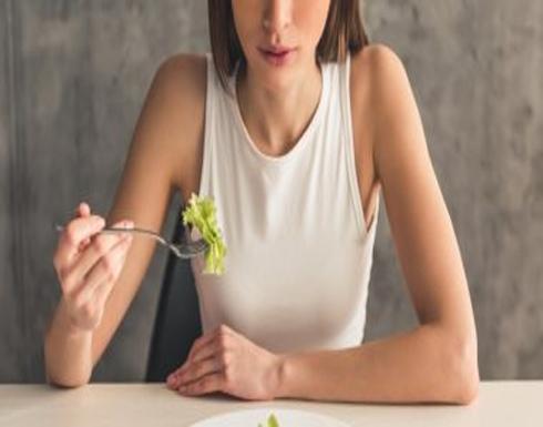 5 علامات تدل أنك لا تتناول السعرات الحرارية الكافية لجسمك ابرزها تساقط الشعر