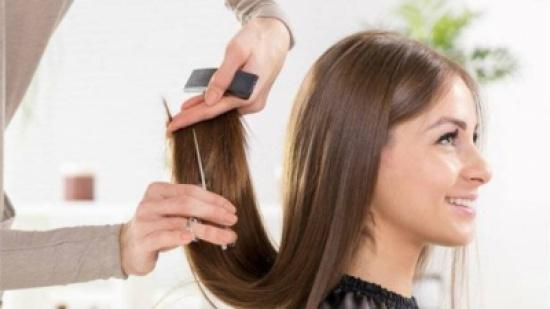 الأسباب الفعلية التي ستدفعكِ إلى قصّ أطراف شعركِ!
