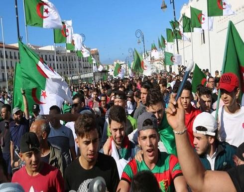 لوفيغارو: الضغط الشعبي يتصاعد في الجزائر قبل شهر من الانتخابات الرئاسية