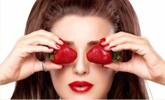 استخدمي الفراولة.. لبشرة مشرقة