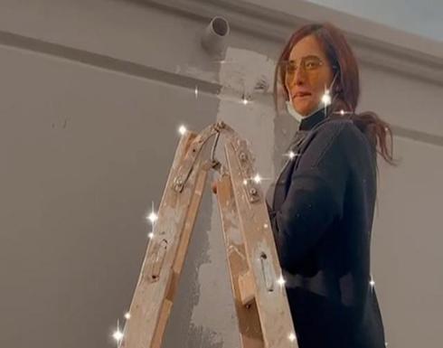 """زينة تصبغ بيتها وتعلق : """"أنا بعمل كل حاجة بإيدي"""" (فيديو)"""