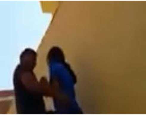 """القبض على """"مراهق"""" اقام علاقة غير شرعية مع زميلته بعد ابتزازها بصورها"""
