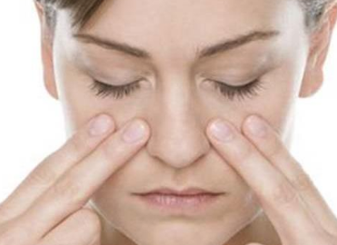 اسباب الصداع حول العين وطرق علاجه