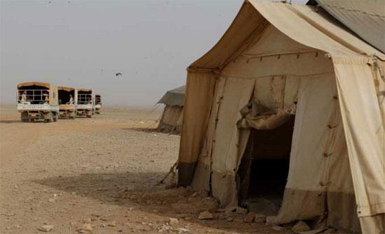 """نقل أسر مقاتلي المعارضة السورية في الأردن إلى """"الركبان"""" لتأمينهم"""