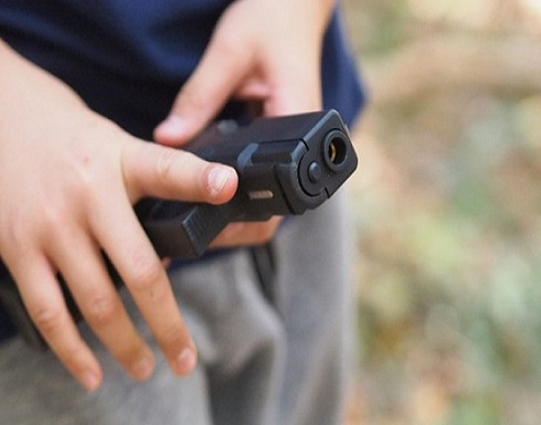 فلوريدا : طفل يبلغ عامين يقتل والدته برصاصة