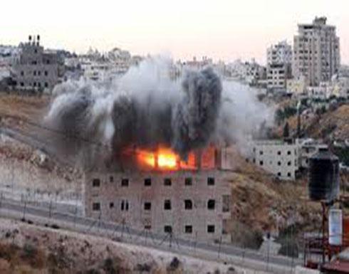 شاهد : لحظة تفجير بناية سكنية في وادي الحمص بالقدس