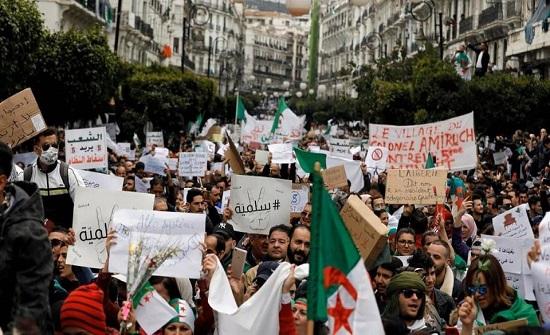 يوم حاسم في الجزائر.. من سيقود المرحلة الانتقالية؟