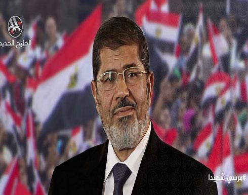 نجل مرسي يدعو لأداء صلاة الغائب على والده في المنازل