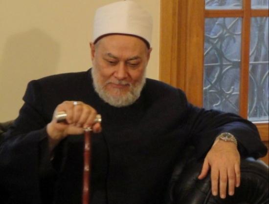 """متصلة معجبة بـ""""علي جمعة"""" تحرجه على الهواء: """" أنا دايما مشغولة بيك وبفكر فيك على طول """" """"شاهد"""""""