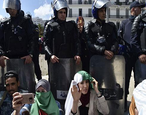 شرطة الجزائر تسحب أسلحة شخصية وزعت على شخصيات بارزة