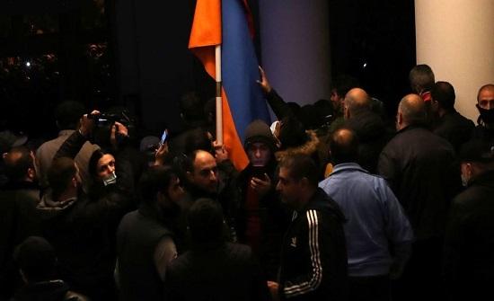 """غضب في أرمينيا بعد """"السلام"""".. وباشينيان: لم نملك حلاً آخر"""