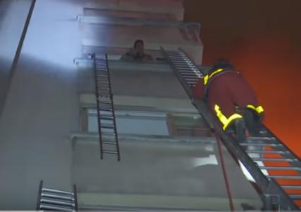 شاهد ..  حريق مبنى يقتل 7 في باريس