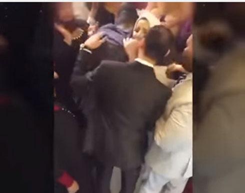 بالفيديو.. عروس يتيمة الوالدين تُبكِي جميع الحضور!