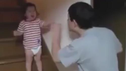 فيديو طريف بين أب يرفض خروج طفلته مع حبيبها يشعل «فيس بوك»