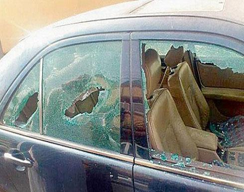 اصابة شخص جراء تحطيم صالون حلاقة وسيارة في إربد