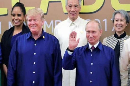 """ماسر الصورة الغريبة لـ""""ترامب وبوتين"""" بقمصان زرقاء في فيتنام؟"""