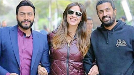 مفاجأة ياسمين عبد العزيز لتامر حسني!